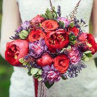 Букет невесты с пионами, гвоздиками и розами