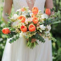 Букет невесты из тюльпанов, фрезии, маттиолы, кустовой розочки и эвкалипта  Флорист Рина Озерова Фотограф Светлана Демидова