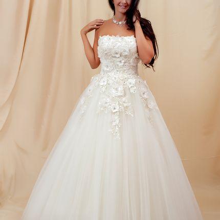 Свадебное платье с кружевом и цветами 3D
