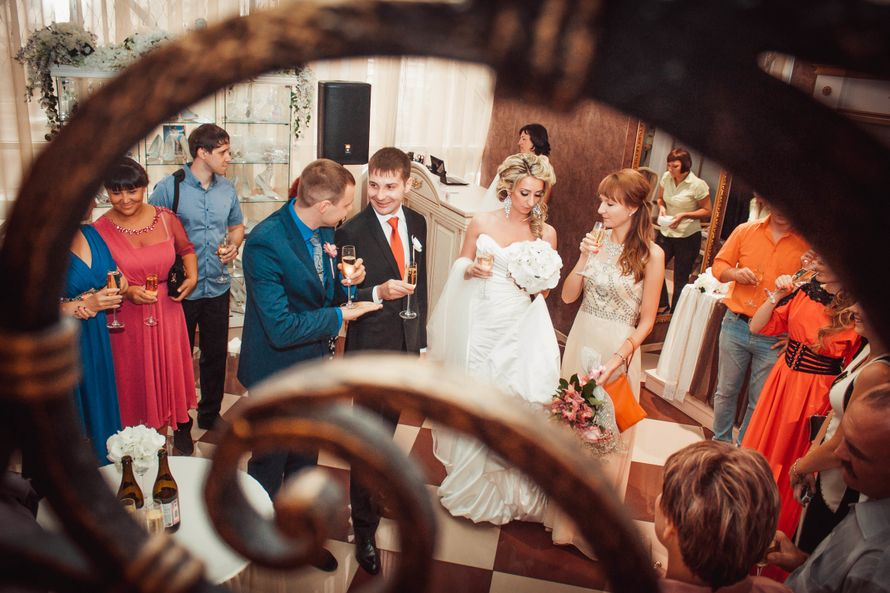 фотографии, подружки невесты, фото, фотограф, свадебное, салон,зеркало, красота, wedding, свадьба, платье, туфли, макияж, девичник, сборы, утро невесты, фуршет, липецк - фото 4070187 Свадебный фотограф Анжелика Лосихина
