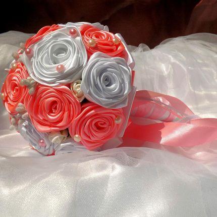Букет невесты в красно-серых тонах