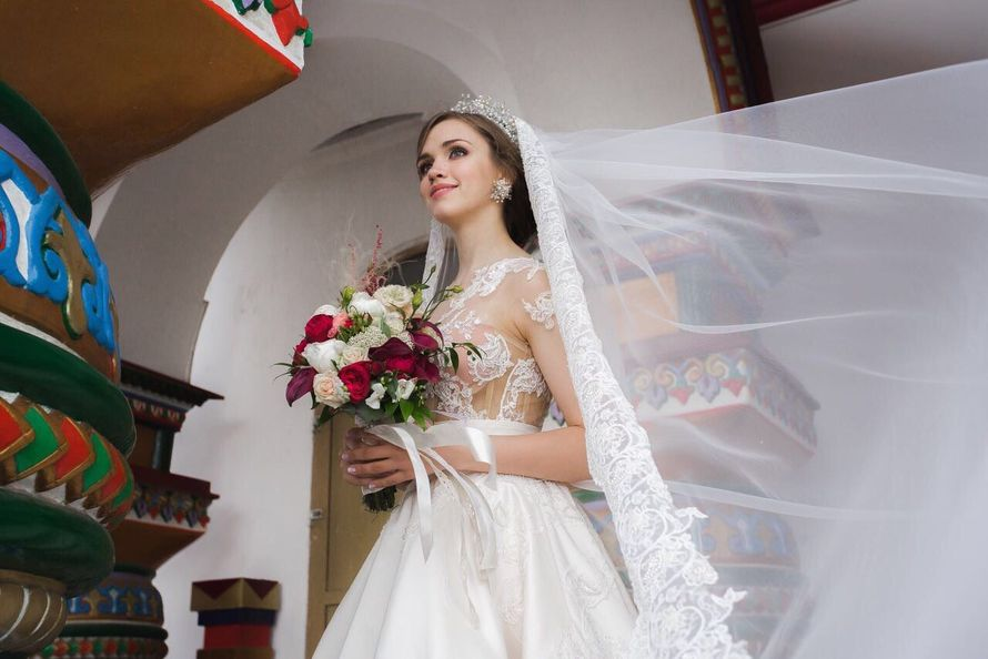 прическа с длинной фатой и короной - фото 16960704 Стилист-визажист Крашенинникова Елена