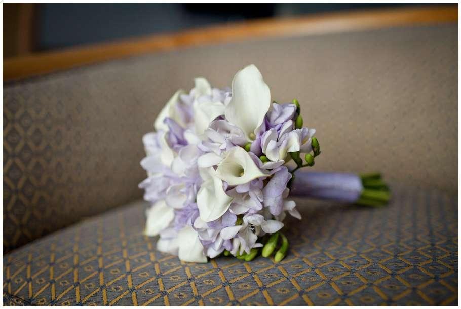 Цветов, свадебный букет невесты из сиреневых каллы фото