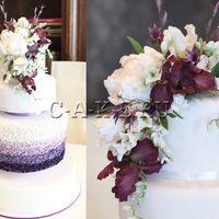 Белый свадебный торт с градиентом, воланами и лепными цветами