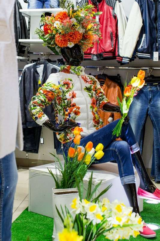 ТК ФИЕСТА. Витрина  магазина STOLNIK. Весна 2015 - фото 4192805 Мятный Лимон мастерская декораций