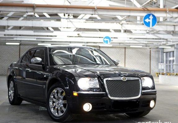 Chrysler 300C Черный- от 1000 до 1300 р/ч (с украшениями)  Chrysler 300C Белый - от 1300 до 1500 р/ч (с украшениями) - фото 4246901 LUXCar - аренда автомобилей