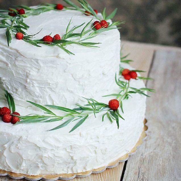 """Торт земляничный .Белый с красным. - фото 6328795 Студия """"Свадебки"""""""