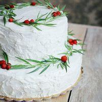 Торт земляничный .Белый с красным.