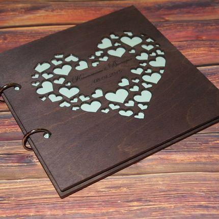 """Книга пожеланий с деревянной обложкой """"в сердечках"""""""