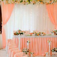 Персиковая шифоновая юбка на свадебный стол