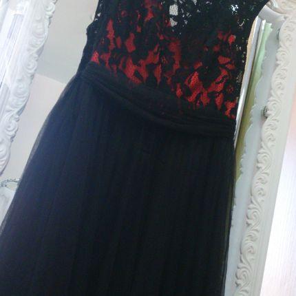 Вечернее платье в чёрно-красном цвете