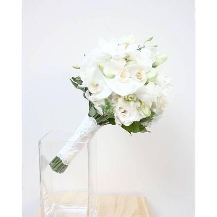 Букет невесты из орхидеи фаленопсис и лизиантуса + бутоньерка в подарок!