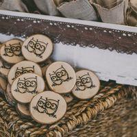 Идея магнитиков в качестве подарков гостям принадлежит Насте и Юре