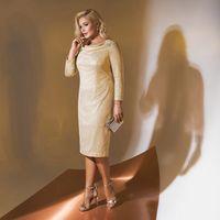 Цена 175,00. Модель EMSE 0306 Коктейльное платье полуприлегающего силуэта, длиной ниже уровня колена с горловиной формы «качели» и рукавом. Горловина спинки - «лодочка». Спинка разрезная. Рукав длиной 7/8. По среднему шву спинки - застёжка на потайную тес