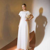 Цена 245,00. Модель EMSE 0348 Вечернее платье длиной в пол, расширенное к низу. Перед и спинка отрезные по линии талии, со спущенной линией плеча. Вырез горловины переда имеет форму «лодочка», спинка - с «V»-образной формой горловины. Рукава - «воланы». В