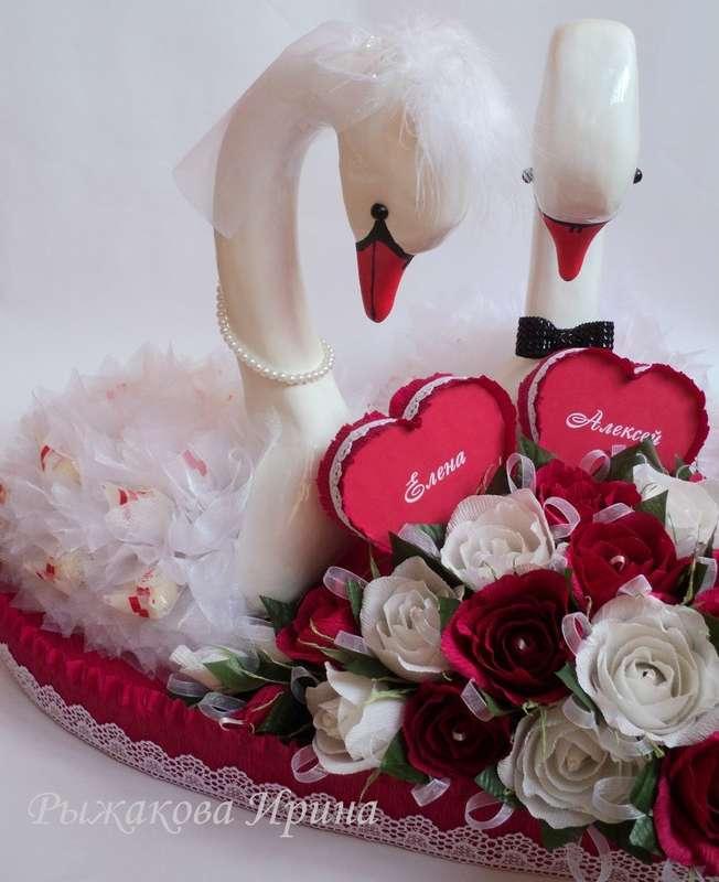 Свадебные лебеди, размер сердца 57х62см, высота лебедей 44см, использовались конфеты Raffaello 30 шт. и Марсианка 25 шт. - фото 5168291 Свит дизайн Рыжакова Ирина