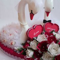 Свадебные лебеди, размер сердца 57х62см, высота лебедей 44см, использовались конфеты Raffaello 30 шт. и Марсианка 25 шт.
