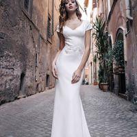 Ройзен (RL) Красивые линии декольте подарили этому свадебному платью особое внимание среди невест. Платье прямого кроя с отличной посадкой по фигуре и изящной кружевной отделкой талии.  Максимум комфорта и движений собранно в этой прекрасной модели. Небол