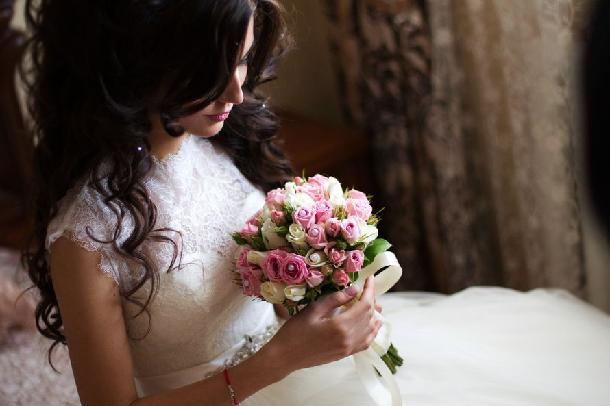 Невеста с букетом - фото 2772999 Свадебный и семейный фотограф Ахмед Молов