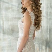 Элегантное платье прямого силуэта (бежевая основа+кружево). Бретели декорированы кружевом, юбка с удлинением, чашечки вшиты, застежка-молния на спинке. Размер: 42-44 Цвет: молочный+бежевый Цена: - (-20% при покупке в день примерки!) Возможна покупка в РАС