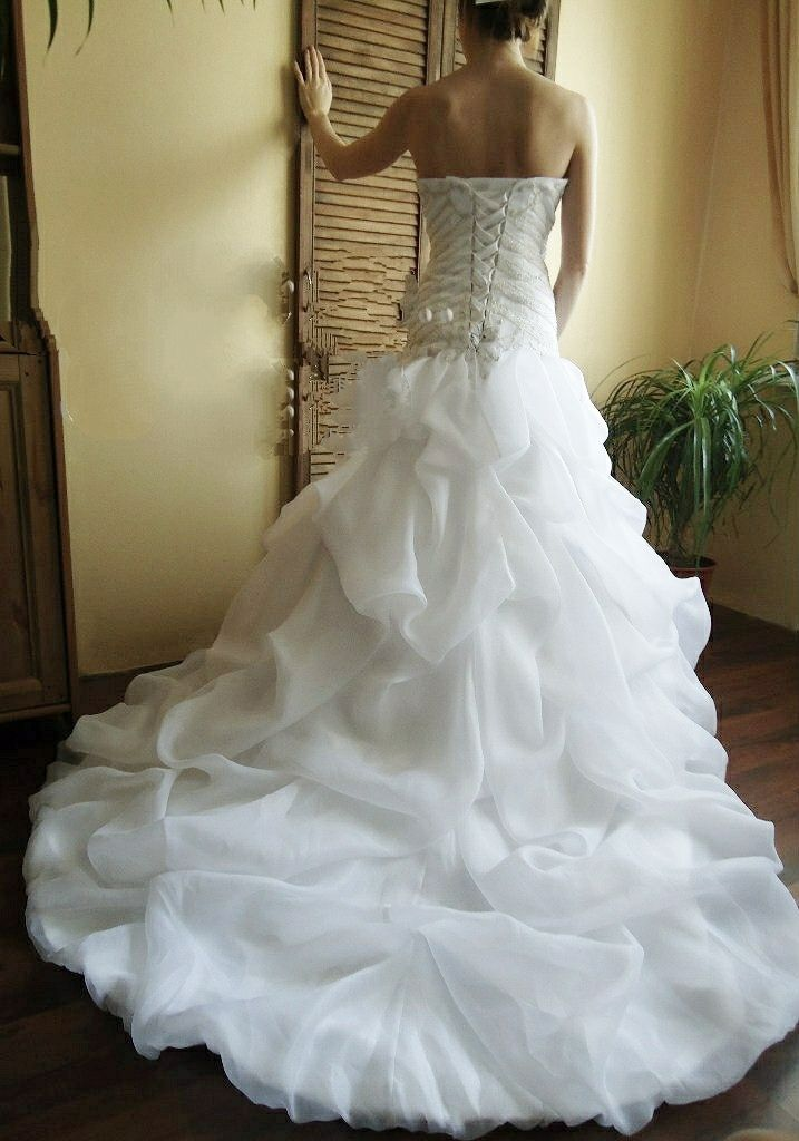 Лёгкое платье с кружевным корсетом