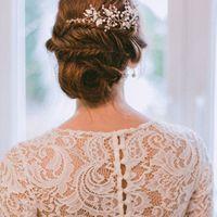 """Свадебное украшение для волос, веточка """"Зимний сон"""", ручная работа.  Бусины под жемчуг, металлическая фурнитура, стразы, ювелирная проволока с антиокислительным покрытием. Размер украшения в длину: 20 см."""