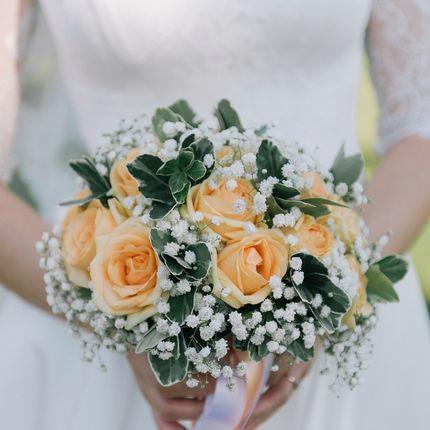 Нежный букет из персиковых роз