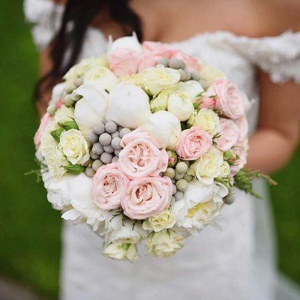 Букет невесты из пионов и английских роз