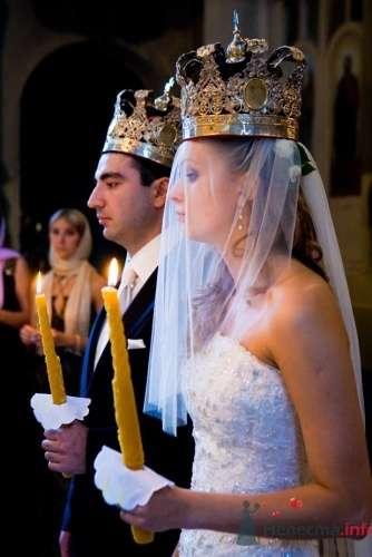 Жених и невеста венчаются. - фото 686 Алла Иванова - свадебный фотограф studio14