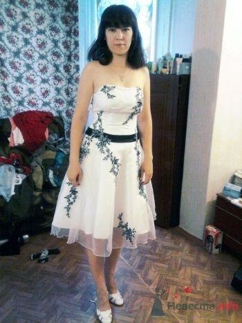 В платье - фото 33650 Alliene