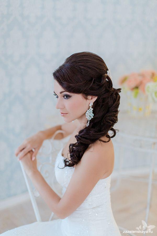 Свадебная прическа на средние волосы с фатой для полных