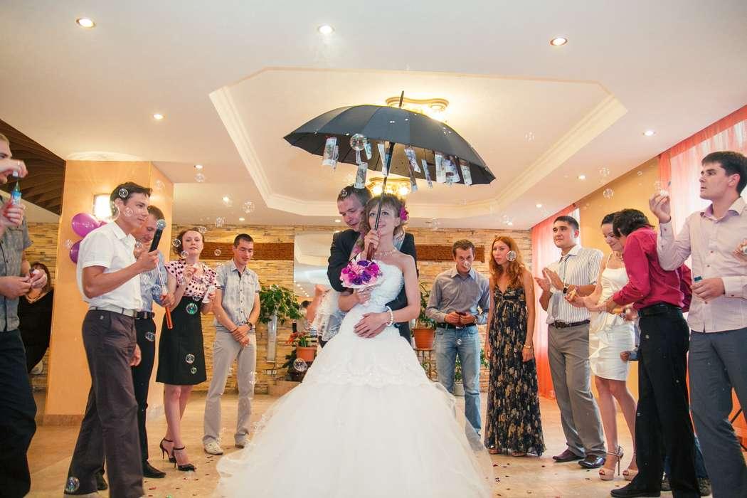 поздравление на свадьбу с помощью зонта основе вещания