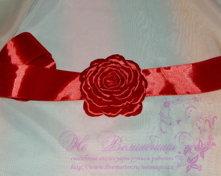 Пояс из атласной ленты для платья из