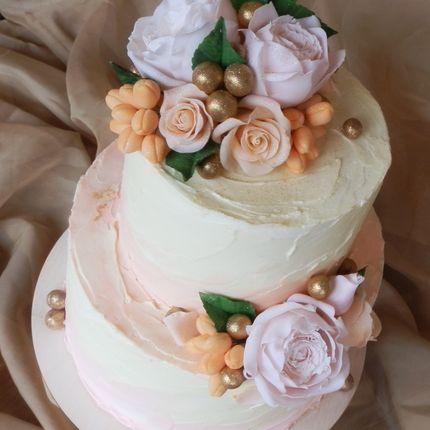 Кремовый торт с мастичными цветами