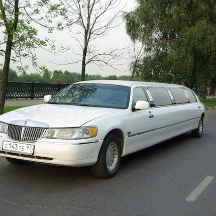 Лимузин Линкольн Таун Кар белый, 10-11мест