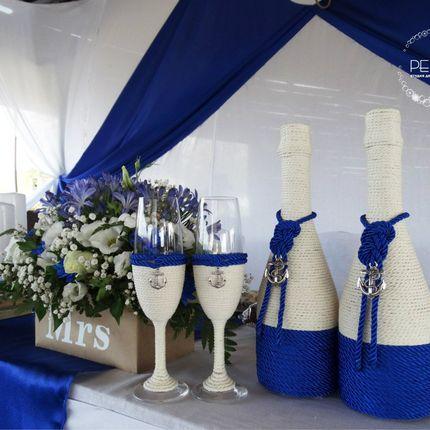 Свадебные фужеры и шампанское