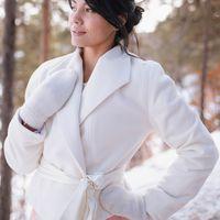 Жакет Виктория из пальтовой ткани.Утеплён ворсовым флисом. На воротник при желании можно заказать брошь (цветы, стразы,жемчуг -  на Ваш выбор).Прокат для Благовещенска.