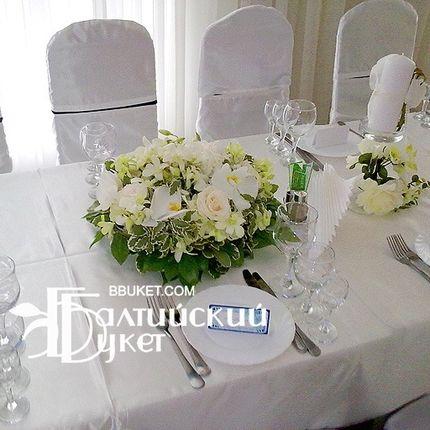 Оформление цветами столов гостей
