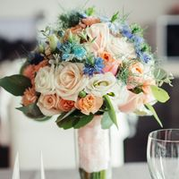 синий, голубой, персиковый, розы, нигелла, эустома