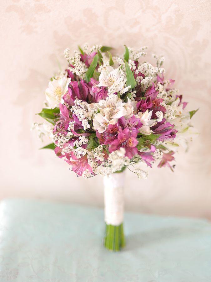 Букет невесты из белых альстромерии и розы