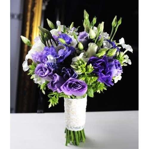 Фиолетовый букет невесты из лизиантуса, букет для