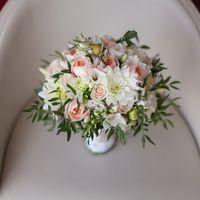 Букет невесты из розовых роз и белых астр