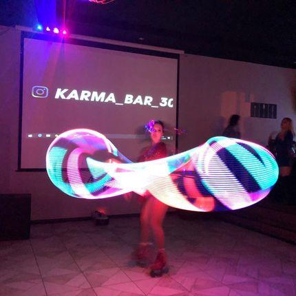 Уникальное шоу на роликовых коньках со световыми обручами