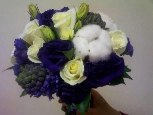 Букет невесты , роза , хлопок , эустома , гиацинт , статица, белый , фиолетовый . - фото 6591438 Флорист Светлана Плотникова