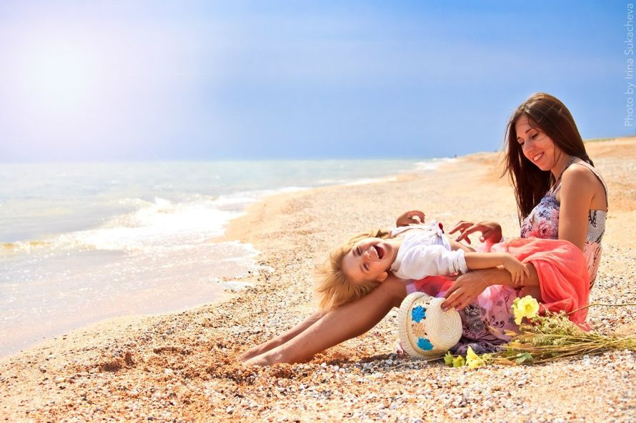 в колготках на берегу у моря фото