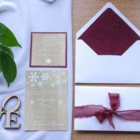 """""""Зимний бархат"""" Конверт из текстурной бумаги, напоминающий мягкий снег, бархатная вкладочка, само приглашение с одностороней печатью и фоном под дерево."""