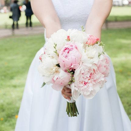Букет невесты из пионов