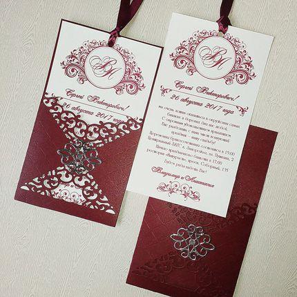 Приглашение в ажурном конверте в цвете марсала, цена за 1 шт.