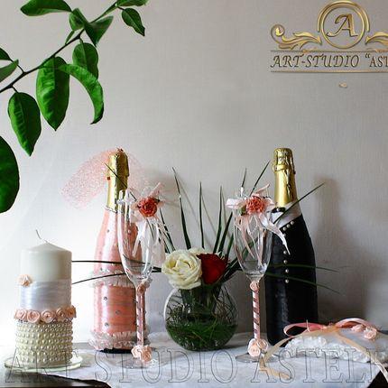 Декорирование фужеров и бутылок также свечей