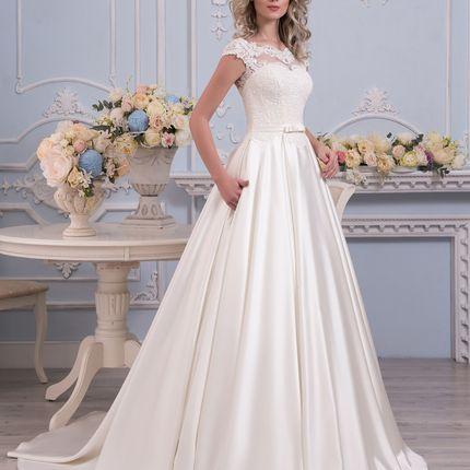 Свадебное платье с атласной юбкой и карманами